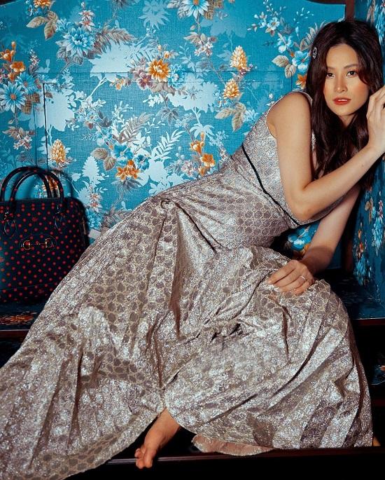 Mẹ bầu Đông Nhi tự tin diện váy Gucci trăm triệu, đụng hàng với thần tiên tỷ tỷ IU  - Ảnh 4