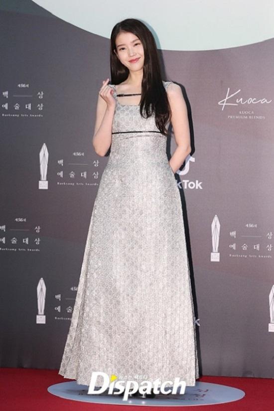 Mẹ bầu Đông Nhi tự tin diện váy Gucci trăm triệu, đụng hàng với thần tiên tỷ tỷ IU  - Ảnh 5