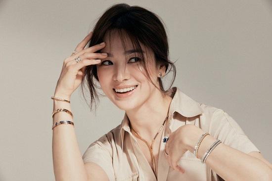 Song Hye Kyo xuất hiện lộng lẫy trong bộ ảnh mới sau tin đồn hẹn hò Hyun Bin  - Ảnh 3