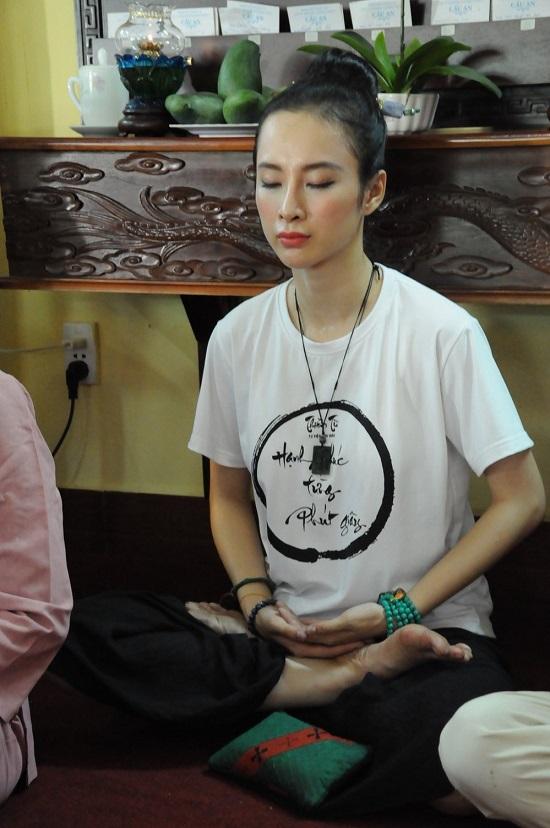 Angela Phương Trinh bị chụp lén vẫn đẹp rạng ngời sau tuyên bố ăn chay trọn đời  - Ảnh 2