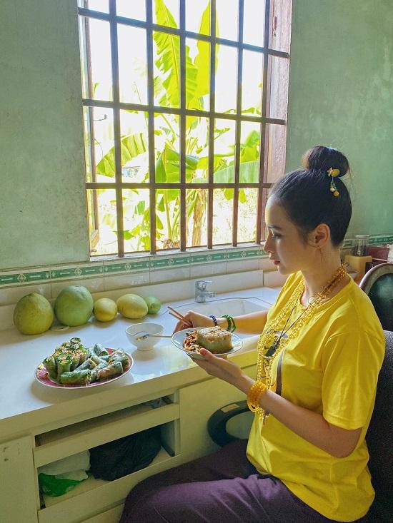 Angela Phương Trinh bị chụp lén vẫn đẹp rạng ngời sau tuyên bố ăn chay trọn đời  - Ảnh 6