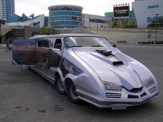 """Cận cảnh chiếc xe """"điên rồ"""" nhất thế giới, dài hơn 10 mét được trang trí sặc sỡ  - Ảnh 3"""