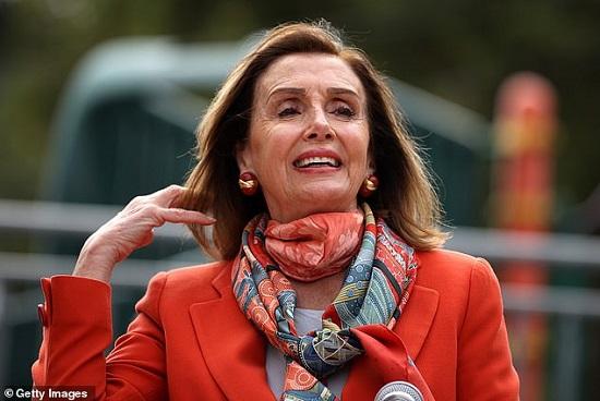 Chủ tịch Hạ viện Mỹ bị kiến nghị truy tố vì đi làm tóc không đeo khẩu trang  - Ảnh 1