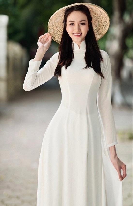 """Cô gái chân dài 1,21m thi Hoa hậu Việt Nam 2020, sở hữu nụ cười tỏa nắng """"đốn tim"""" người nhìn  - Ảnh 1"""