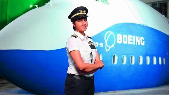 Ngoại hình xinh đẹp của nữ phi công trẻ nhất Ấn Độ, từng có bằng lái năm 16 tuổi  - Ảnh 2