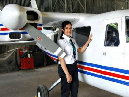Ngoại hình xinh đẹp của nữ phi công trẻ nhất Ấn Độ, từng có bằng lái năm 16 tuổi  - Ảnh 4