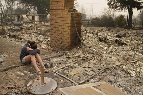 Sốc: Hàng nghìn ngôi nhà ở Mỹ hóa tro tàn, nửa triệu người phải sơ tán vì cháy rừng - Ảnh 5