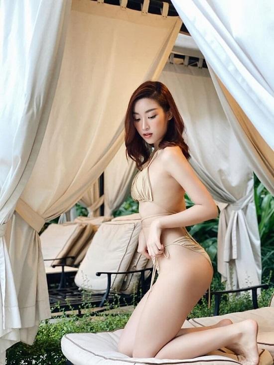 Đỗ Mỹ Linh diện bikini cực nóng bỏng, tạo dáng gợi cảm giữa ốc đảo Sài Gòn  - Ảnh 1