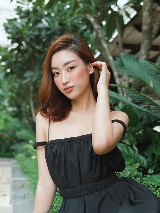 Đỗ Mỹ Linh diện bikini cực nóng bỏng, tạo dáng gợi cảm giữa ốc đảo Sài Gòn  - Ảnh 3