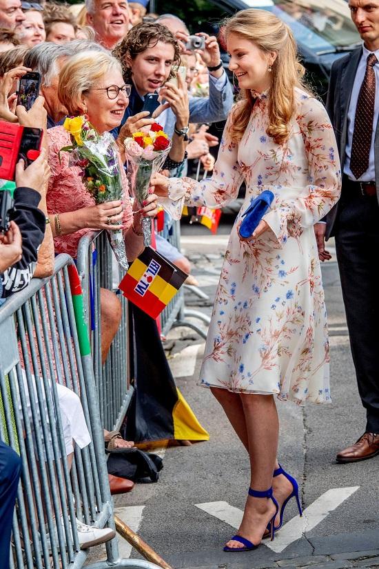 """Chân dung nàng công chúa đẹp tựa nữ thần và khí chất """"ngút trời"""" của Hoàng gia Bỉ - Ảnh 2"""