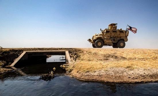 Tình hình chiến sự Syria: Mỹ điều 6 xe chiến đấu đến vùng Đông Bắc sau căng thẳng với Nga - Ảnh 1