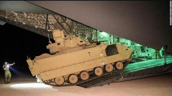 Tình hình chiến sự Syria: Mỹ điều 6 xe chiến đấu đến vùng Đông Bắc sau căng thẳng với Nga - Ảnh 2