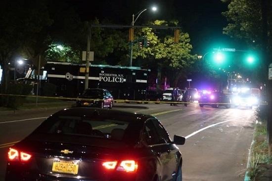 Xả súng tại bữa tiệc ở Mỹ khiến 16 người thương vong  - Ảnh 2