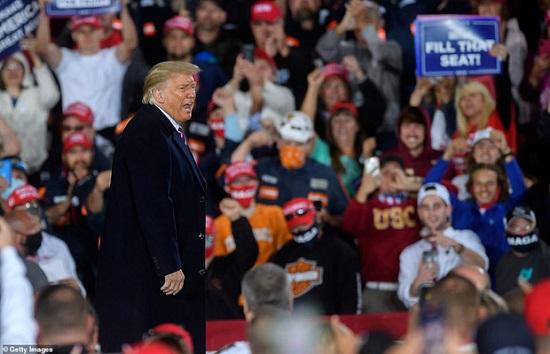 """Hai nhóc tì được Tổng thống Trump âu yếm gây chú ý, chiếm trọn """"spotlight"""" tại sự kiện lớn  - Ảnh 1"""