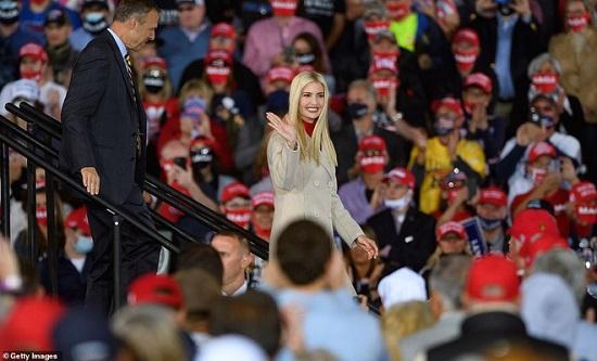 """Hai nhóc tì được Tổng thống Trump âu yếm gây chú ý, chiếm trọn """"spotlight"""" tại sự kiện lớn  - Ảnh 4"""