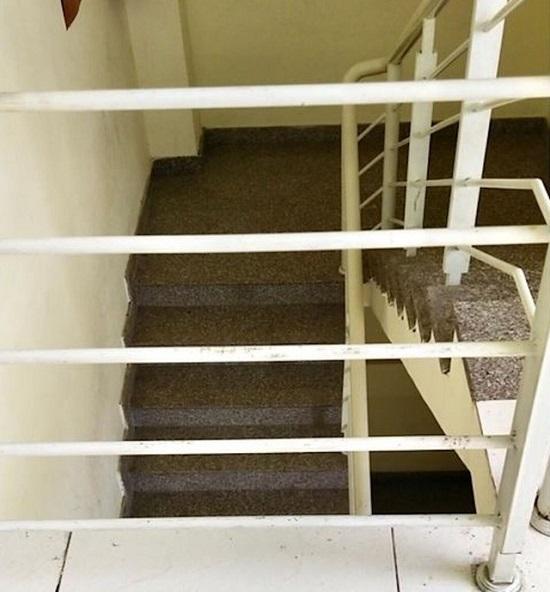 Rơi lan can từ tầng 3 chung cư, bé trai 20 tháng tuổi nguy kịch - Ảnh 2