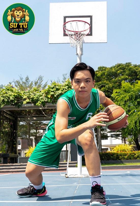 Will - Cường Seven toát mồ hôi khi hướng dẫn học trò tạo dáng với bóng rổ - Ảnh 3