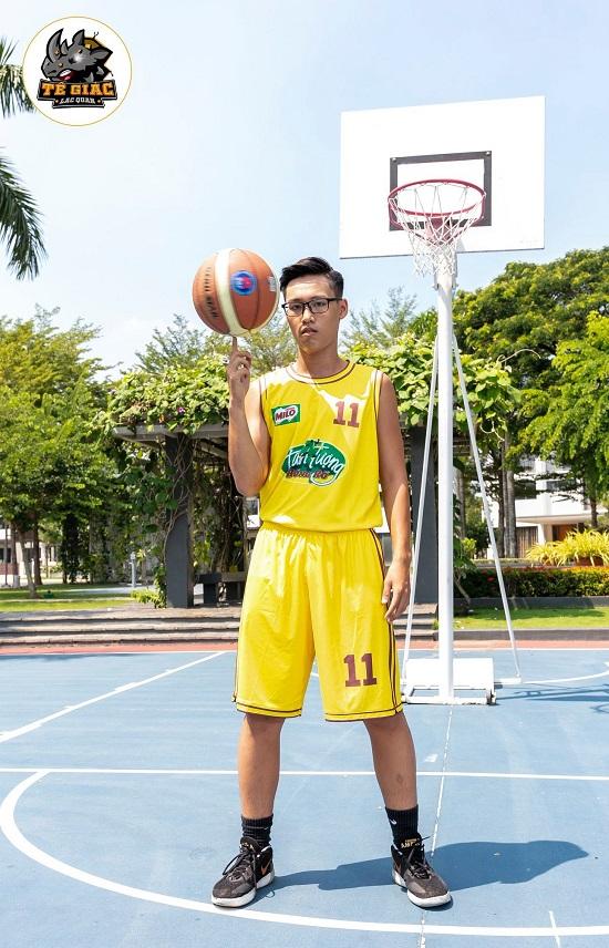 Will - Cường Seven toát mồ hôi khi hướng dẫn học trò tạo dáng với bóng rổ - Ảnh 4