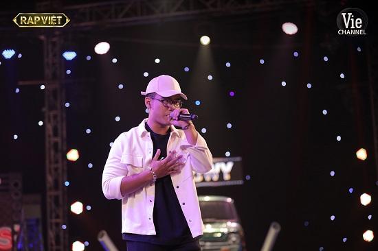 """Hit """"Đôi Mắt"""" của Wanbi Tuấn Anh bất ngờ bùng nổ tại sân khấu Rap Việt - Ảnh 4"""