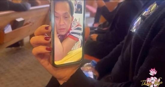 Xót xa hình ảnh NSƯT Hoài Linh tiều tụy, suy sụp khi tiễn đưa người dì quá cố  - Ảnh 1