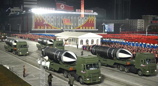 """Triều Tiên trình diễn loại """"vũ khí mạnh nhất thế giới"""" tại lễ duyệt binh  - Ảnh 2"""
