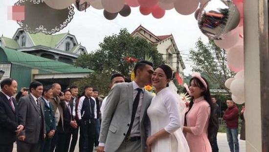 Hậu vệ Phạm Xuân Mạnh và bạn gái tổ chức lễ đính hôn  - Ảnh 2