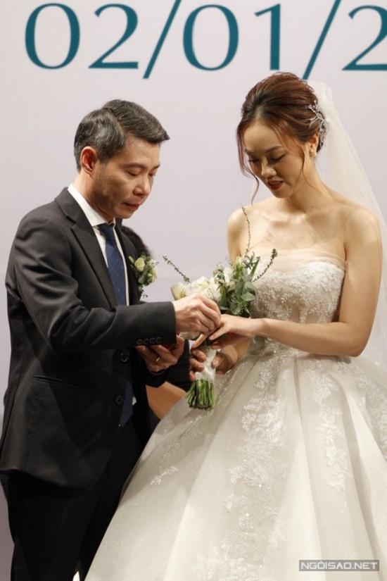 Khoảnh khắc NSND Công Lý ngại ngùng khóa môi bạn gái Ngọc Hà trong lễ cưới - Ảnh 4