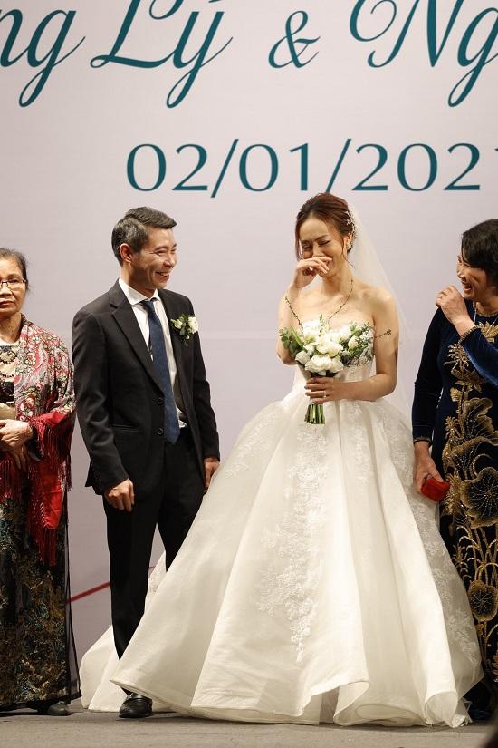 Khoảnh khắc NSND Công Lý ngại ngùng khóa môi bạn gái Ngọc Hà trong lễ cưới - Ảnh 6
