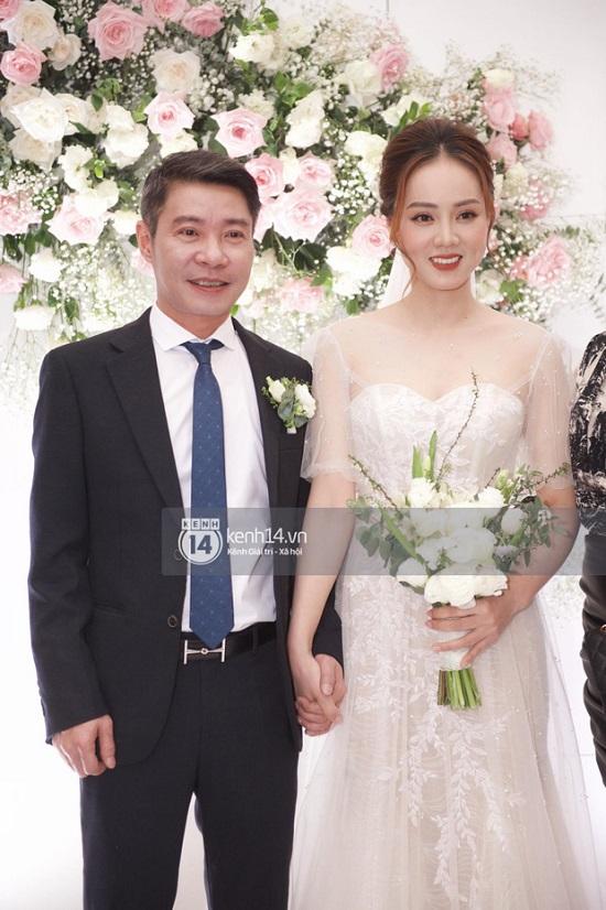 Khoảnh khắc NSND Công Lý ngại ngùng khóa môi bạn gái Ngọc Hà trong lễ cưới - Ảnh 3