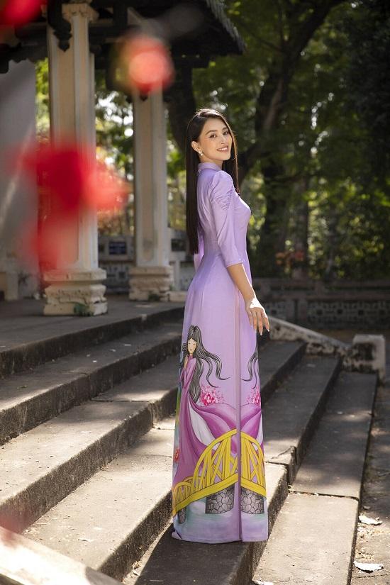 """Hoa hậu Tiểu Vy """"đốn tim"""" người xem với nụ cười tỏa nắng trong bộ áo dài rực rỡ sắc xuân  - Ảnh 2"""