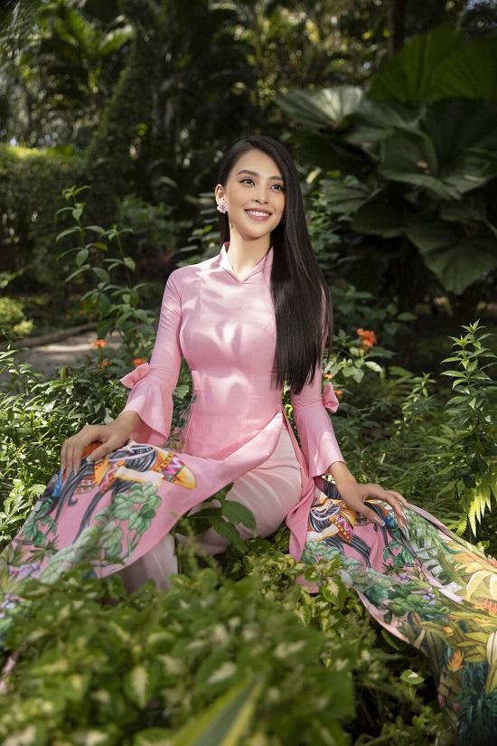 """Hoa hậu Tiểu Vy """"đốn tim"""" người xem với nụ cười tỏa nắng trong bộ áo dài rực rỡ sắc xuân  - Ảnh 6"""