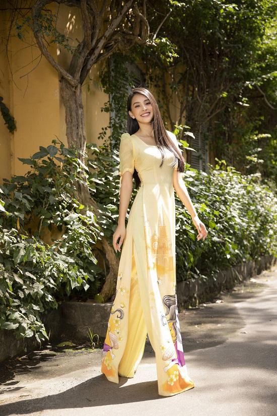 """Hoa hậu Tiểu Vy """"đốn tim"""" người xem với nụ cười tỏa nắng trong bộ áo dài rực rỡ sắc xuân  - Ảnh 7"""