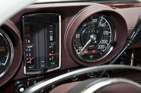 """Cận cảnh chiếc """"xe tài phiệt"""" Mercedes-Benz 600 Pullman đời 1975 - Ảnh 4"""