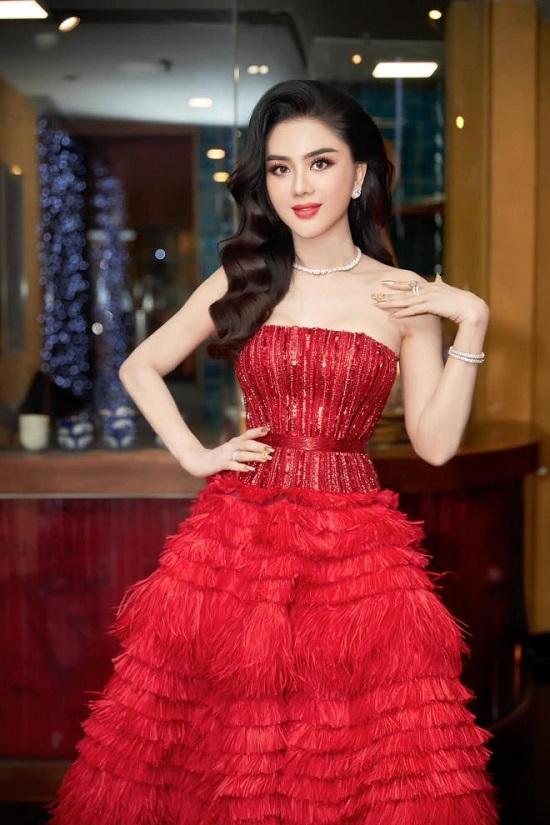 """Lâm Khánh Chi khoe nhan sắc lộng lẫy cùng """"combo"""" nhẫn kim cương """"siêu to khổng lồ"""" và xe sang tiền tỉ  - Ảnh 3"""
