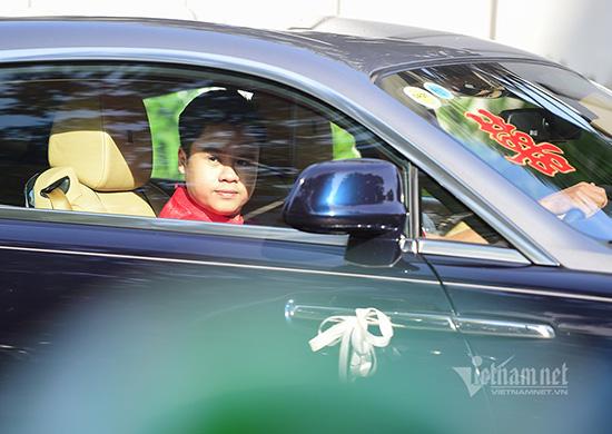 """Thiếu gia Phan Thành """"chất phát ngất"""" lái siêu xe hơn 33 tỷ đồng đến nhà gái rước dâu  - Ảnh 2"""