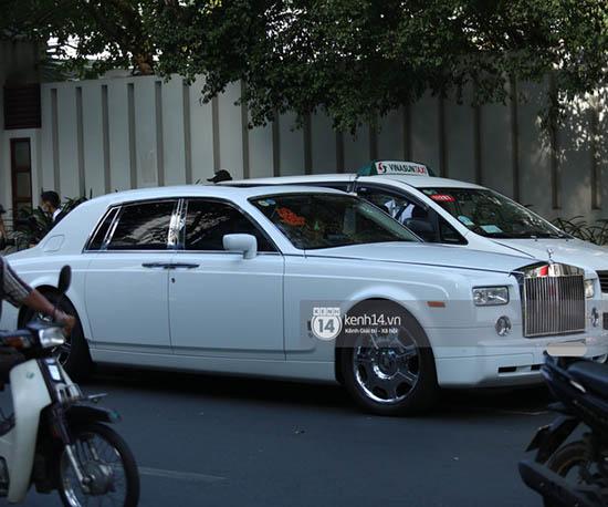 """Thiếu gia Phan Thành """"chất phát ngất"""" lái siêu xe hơn 33 tỷ đồng đến nhà gái rước dâu  - Ảnh 4"""