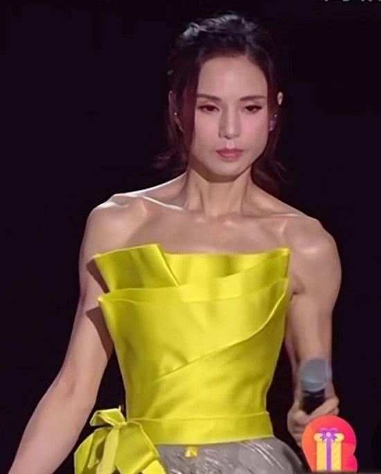"""""""Tiểu Long Nữ đẹp nhất màn ảnh"""" lộ vóc dáng mỏng manh chỉ 41kg khiến nhiều người giật mình - Ảnh 2"""