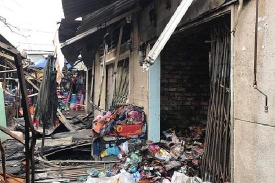 TP. HCM: Cháy lớn thiêu rụi 3 ki-ốt tại chợ Bình Triệu  - Ảnh 1