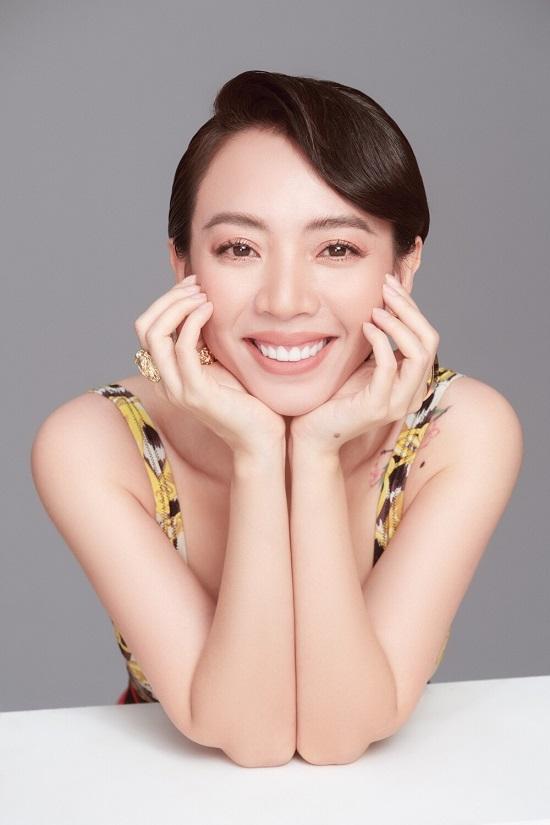 """""""Hoa hậu làng hài"""" Thu Trang khoe vòng một """"lấp ló"""", Tiến Luật tuyên bố không nhận ra vợ mình  - Ảnh 3"""