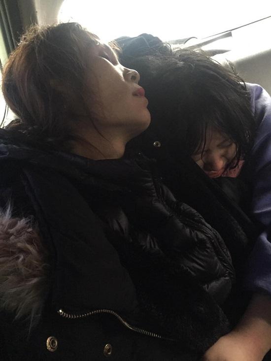 Nghệ An: Nghi vấn 2 mẹ con bị đánh thuốc mê, nằm gục bên vệ đường  - Ảnh 2
