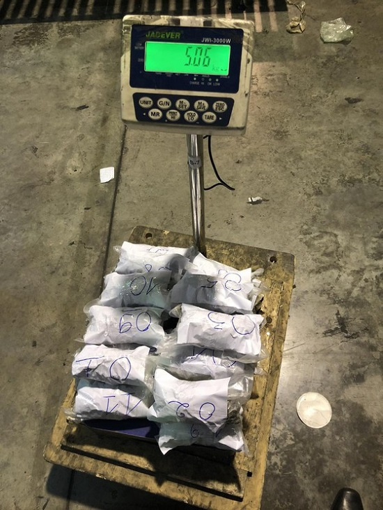 TP. HCM: Hơn 5kg cần sa giấu trong lon thực phẩm, vận chuyển từ nước ngoài về Việt Nam  - Ảnh 3