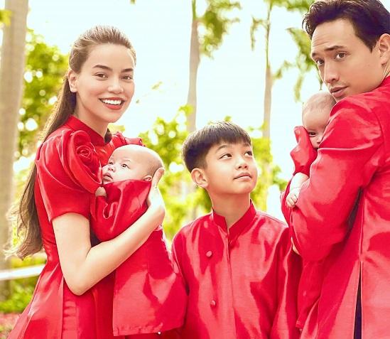 """Gia đình Hà Hồ - Kim Lý diện áo dài đỏ, chiếm trọn """"spotlight"""" ngày mùng 1 Tết - Ảnh 2"""