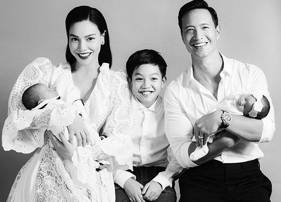 """Gia đình Hà Hồ - Kim Lý diện áo dài đỏ, chiếm trọn """"spotlight"""" ngày mùng 1 Tết - Ảnh 3"""