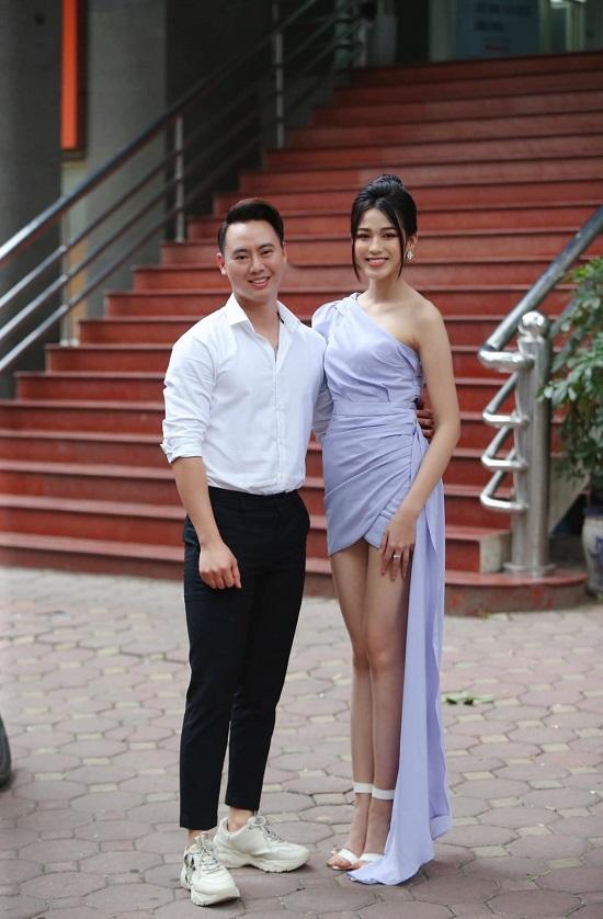 """Chân dung """"chàng trai may mắn"""" được ôm eo Hoa hậu Đỗ Thị Hà chụp ảnh tình tứ  - Ảnh 3"""