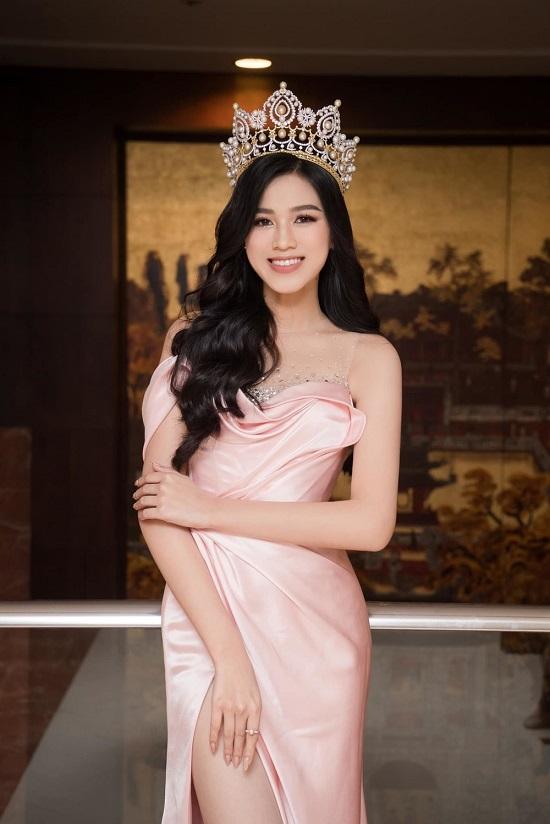 """Chân dung """"chàng trai may mắn"""" được ôm eo Hoa hậu Đỗ Thị Hà chụp ảnh tình tứ  - Ảnh 1"""