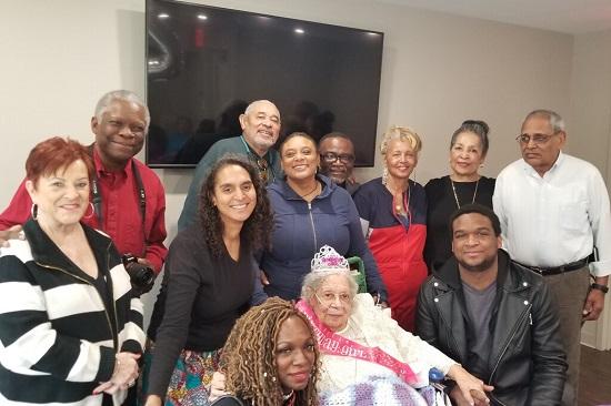 Cụ bà 105 tuổi hé lộ bí quyết đơn giản giúp duy trì sức khỏe, mắc COVID-19 vẫn vượt qua - Ảnh 2