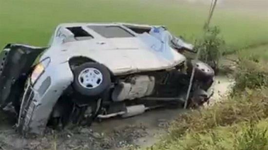 Bạc Liêu: Xe tải đâm xe khách 16 chỗ khiến 1 người tử vong, nhiều người khác bị thương  - Ảnh 1
