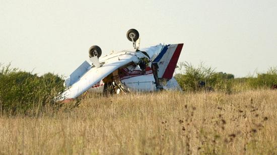 Máy bay Mỹ gặp tai nạn, lao xuống khe núi khiến 3 người thiệt mạng - Ảnh 1