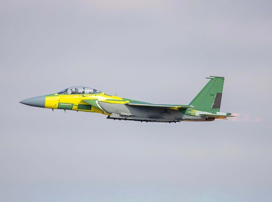 Tiêm kích F-15 hiện đại nhất thế giới hướng thẳng đứng lên trời - Ảnh 1