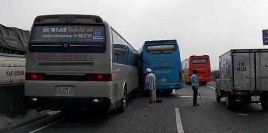 Tiền Giang: 5 ô tô va chạm liên hoàn trên quốc lộ 1 - Ảnh 3
